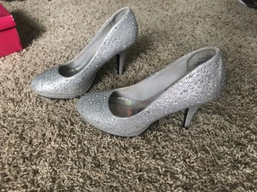 silver glitter formal shoes great for homecoming